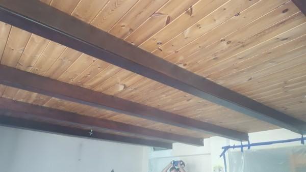 czyszczenie-drewnianego-sufitu