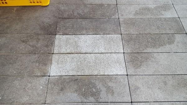 usuwanie-plam-plyty-chodnikowe