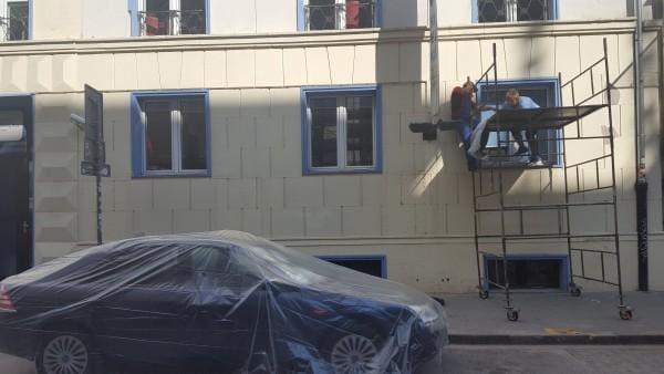 usuwanie-zabrudzen-elewacja-budynku