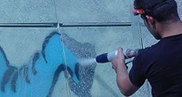 sprzęt czyszczący ściany